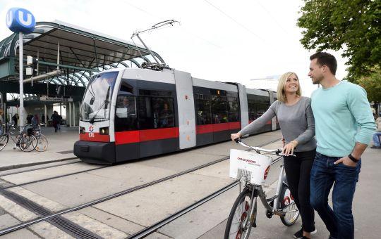 Straßenbahn, Radfahren und Zu Fuß gehen nehmen in Wien zu.