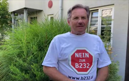 Herbert erklärt, warum er gegen die Hochleistungsstraße B232 ist.